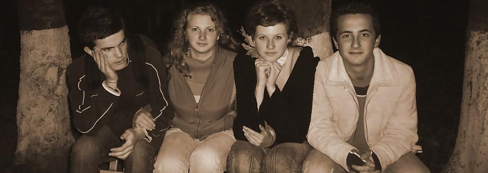 teenagers, teens, teenagers sitting
