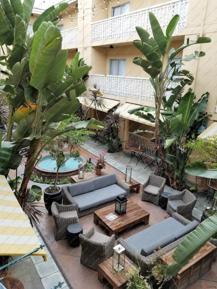 Where to Stay in Hollywood: Hollywood Hotel courtyard