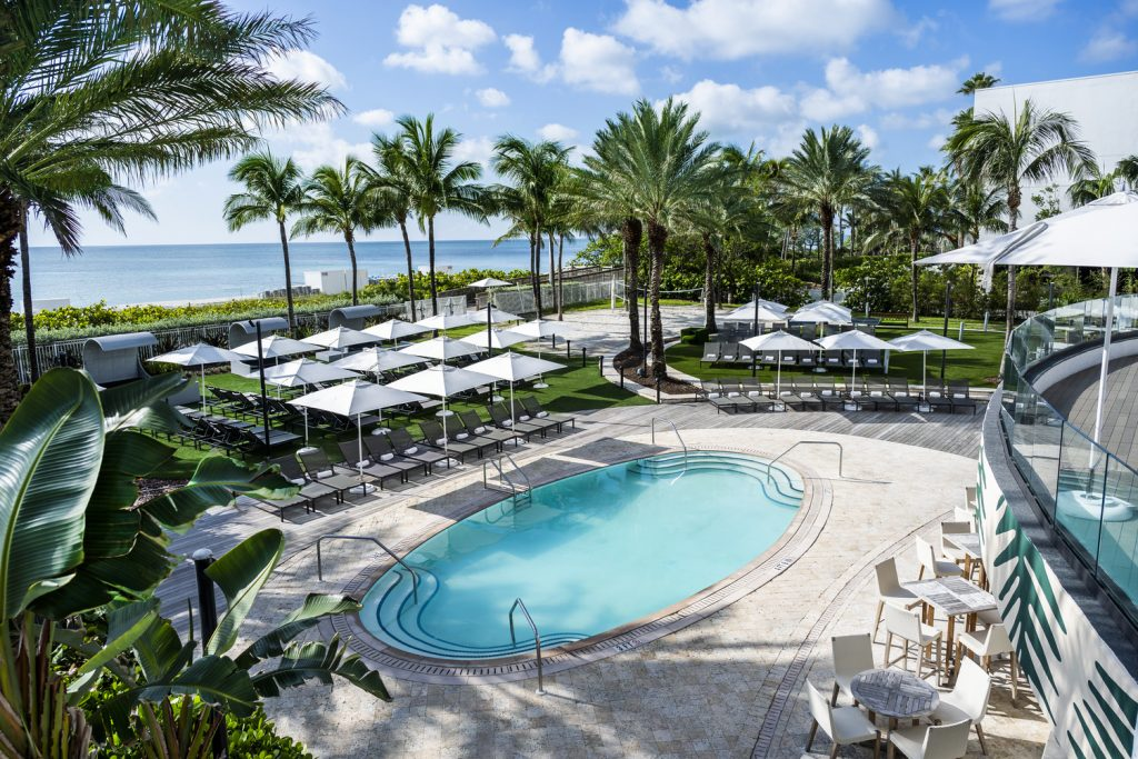 15 Best Warm Resorts To Escape to this Winter - Eden Roc Miami